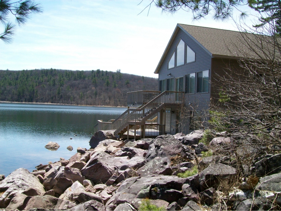 Hike around devil s lake adventures in travel for Devils lake state park cabins