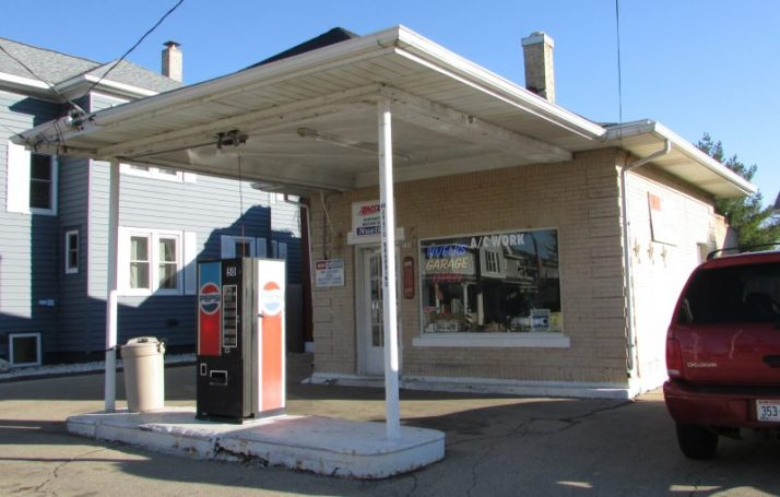 Nuelks Garage in Marshall