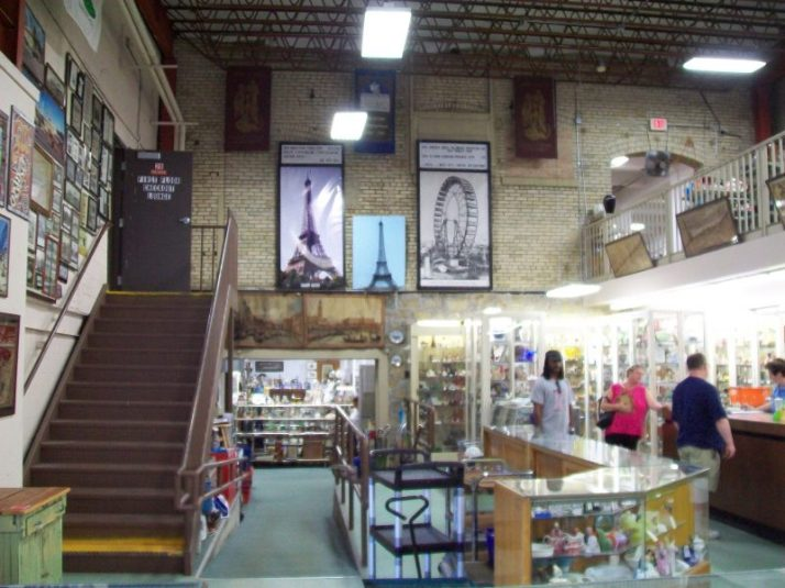 Columbus Antique Mall inside