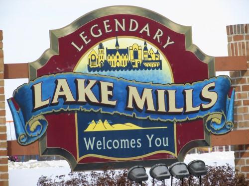 Lake Mills sign