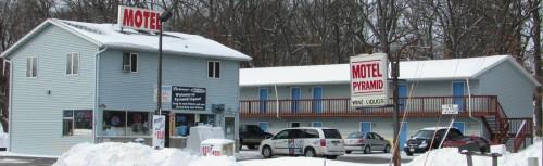 Motel Pyramid in Lake Mills