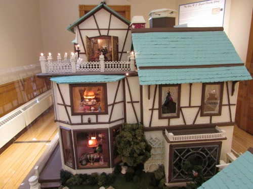 Zinn Doll House