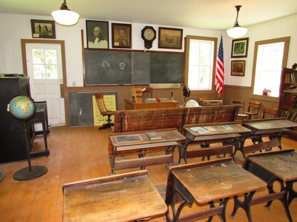 Hillsboro Schoolhouse room
