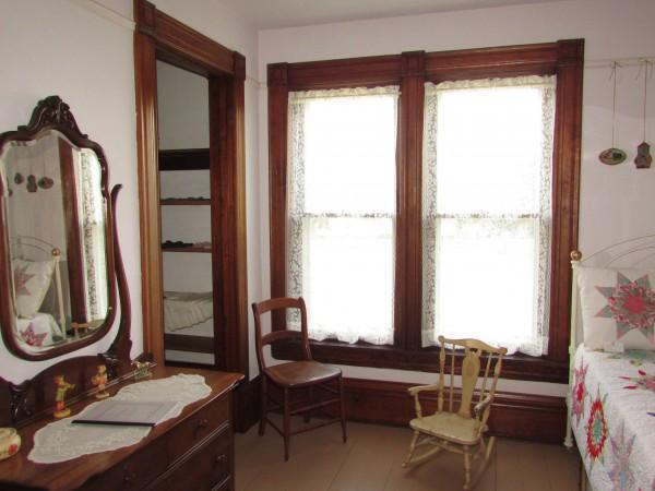 Larson House bedroom