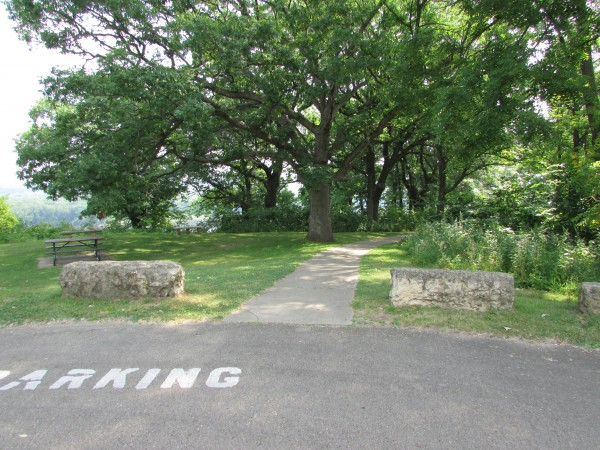 Dubuque Monument trailhead