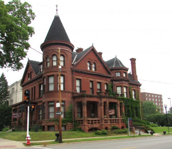 historic downtown dubuque adventures in travel. Black Bedroom Furniture Sets. Home Design Ideas