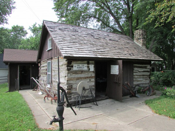 Albert Skare cabin at Mcfarland Museum