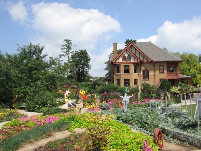 Paths at Allen Gardens