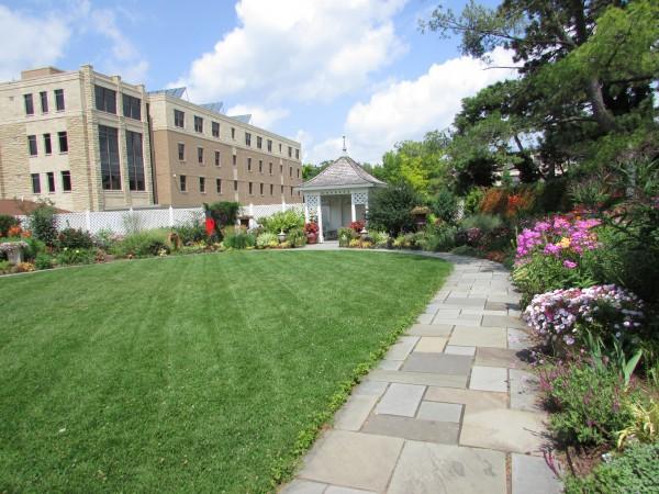 English Garden at Allen Gardens
