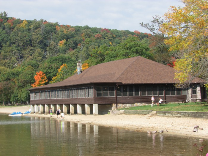 Devil's Lake lodge