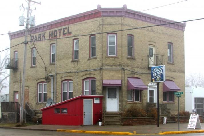 The Dam Bar - Historic Park Hotel  in Belleville