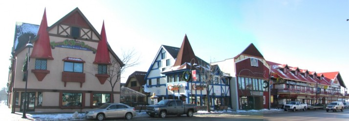 400 Block of Broadway Bavarian Village on Broadway in Dells right side