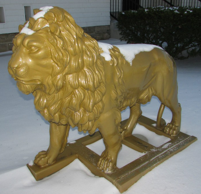 700 Block of Broadway Dixon Lion