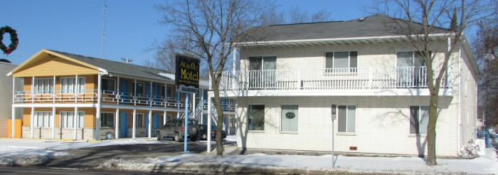 700 Block of Broadway Starlite Motel in Dells