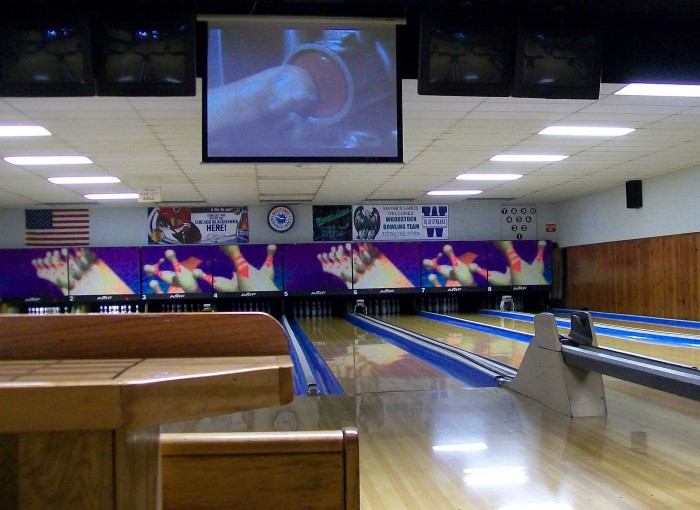Bowling Alley - Wayne's Lanes inside in Woodstock