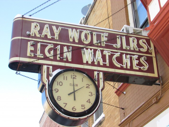 Ray Wolf Jewelers sign in Woodstock