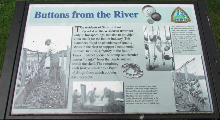 Buttons From the River sign in Stevens Point