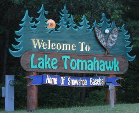 Lake Tomahawk sign