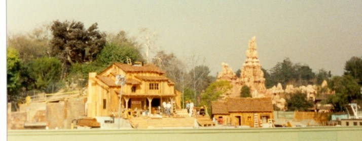 Disneyland Frontierland construction