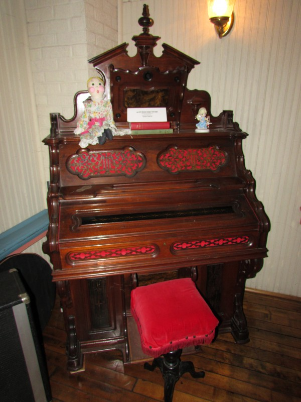 1879 Western Cottage Reed Organ in Hazel Green
