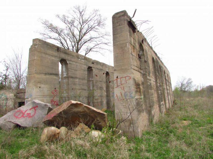Redgranite ruins